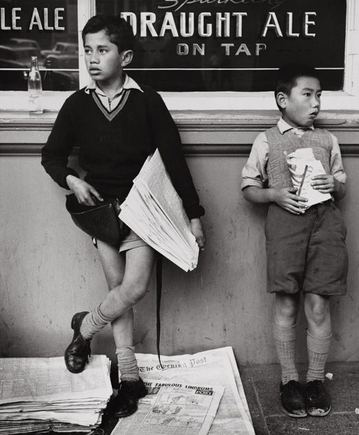 Newspaper Boy, Royal Oak tavern, Wellington, New Zeland, 1960, Ans Westra.