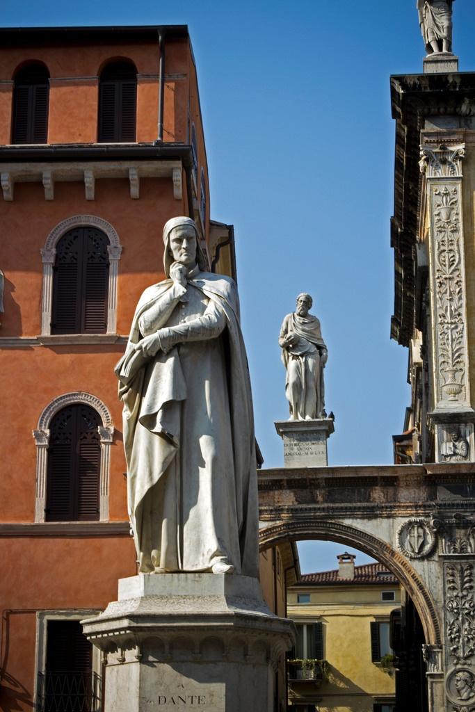Dante Alighieri statue in Verona, province of Verona , Veneto region Italy