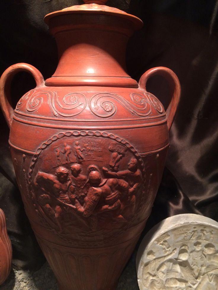 Musee de millau avec sa poterie gallo romaine de la for Vase antique romain