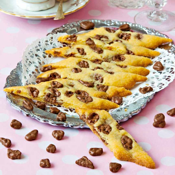 Fantastiskt goda och enkla snittade kakor fyllda med Daimbitar.