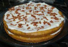 Tortica s slanino in kislo smetano   Potrebujemo: - 3 rezine slanine (narezane na koščke) - 3 skodelice polnozrnate moke - 1 čajna...