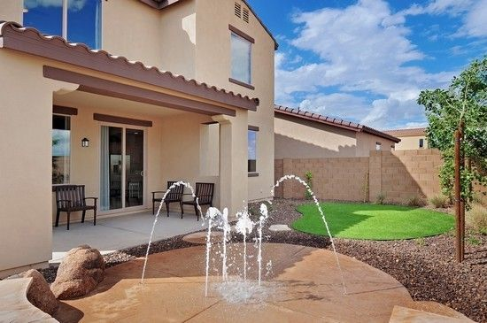 I have been begging my husband to make one of these in the backyard....SO easy! Splash pad for backyard..what a great idea in Tucson !!