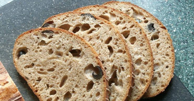 """Olivy do chleba jo? Ses zbláznila? No to nemá s chlebem fakt už nic společného. Jo jo, můj velký """"milovník oliv"""" promluvil. Hned jsem ho u..."""