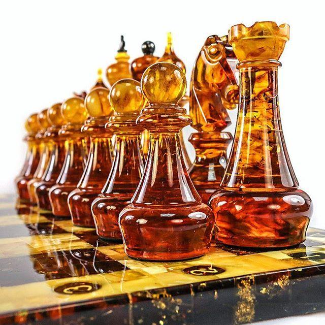 Набор шахматных фигур из натурального балтийского формованного янтаря в интернет-магазине янтаря