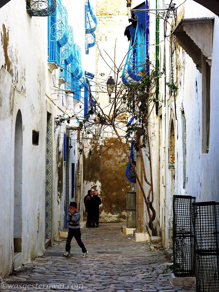 Tunesien ist ein geniales Land für eine Rucksackreise. Die Medina von  Tunis ist ein wahrer Schatz an nordafrikanischer Architektur. Auf meinem ersten Blog zu Tunis lest ihr wie ich die Stadt dank Couchsurfing entdeckte.