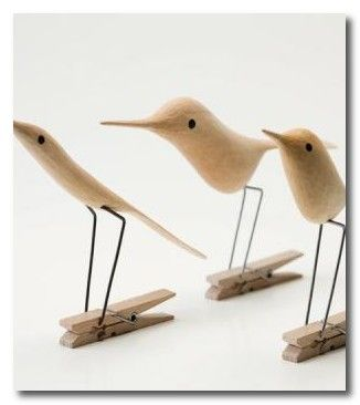 I found this Clothes Peg Bird at Whippet Grey and wondered just how many people actually buy these to hang out their washing. I have aroun...