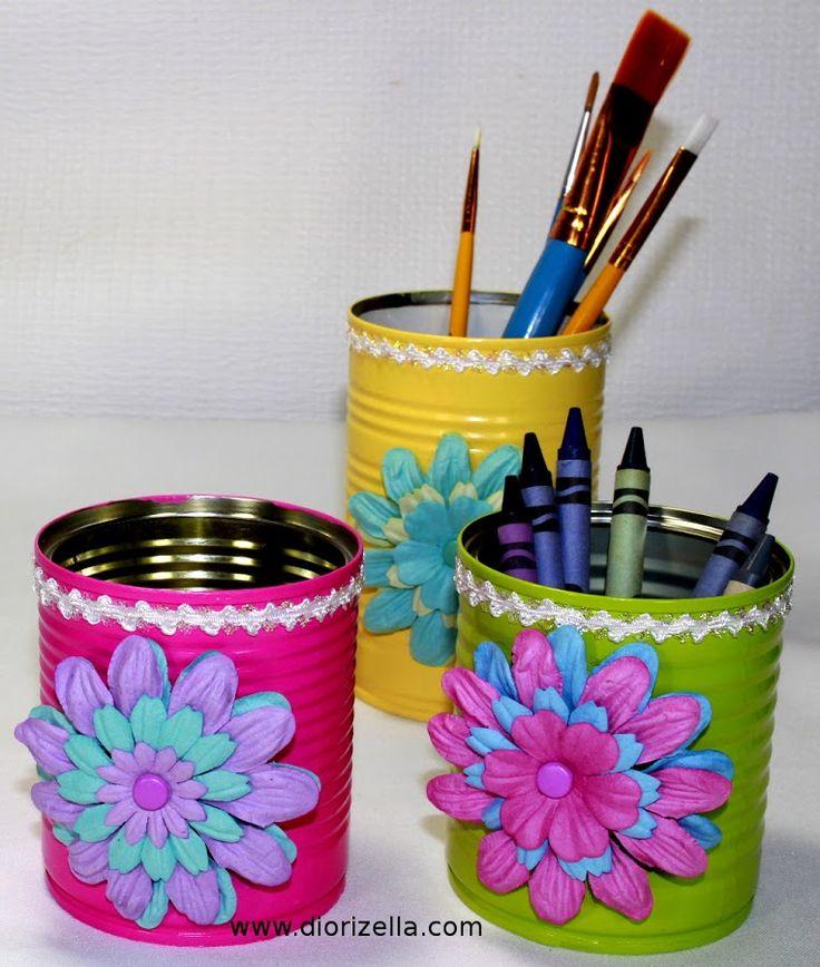 Con un poco de creatividad podemos decorar latas recicladas para aprovecharlas para ordenar en casa.