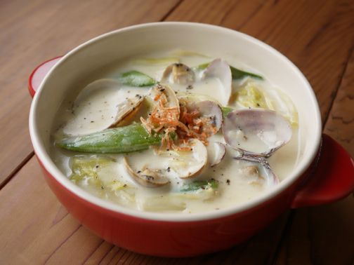 Soy milk soup, spring cabbage and clams