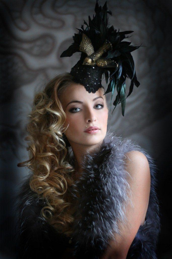 Шляпы с перьями и хвостами фото