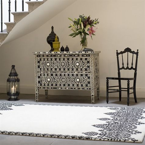 Moroccan Rug ::     This is a hand knotted rug. These are made using the cottage industry in the specialist rug district of Varanasi. Our rugs are made using the finest quality New Zealand wool.