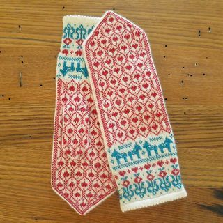 Swedish hearts and dala horses decorate these fine mittens done in lace weight yarn.