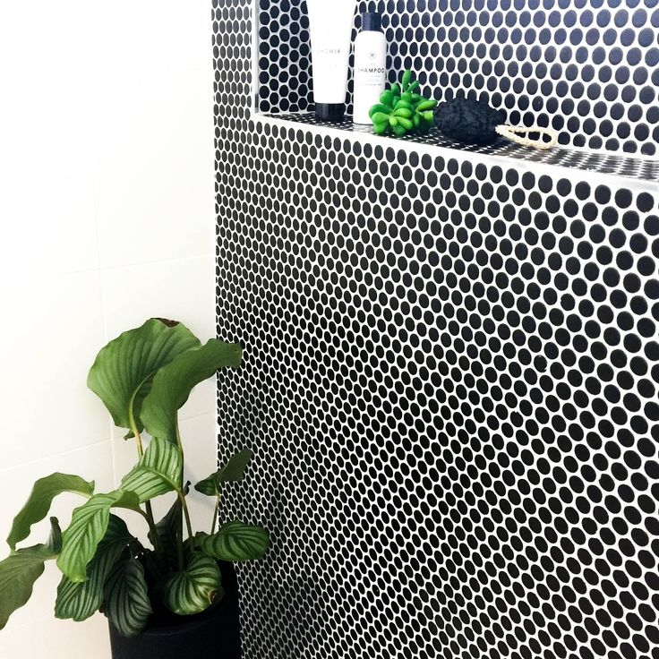 Amber Tiles Kellyville: pinned from Instagram. Bathroom feature wall. Black penny rounds. #blackpennies #pennyrounds #bathroominspiration #ambertiles #ambertileskellyville