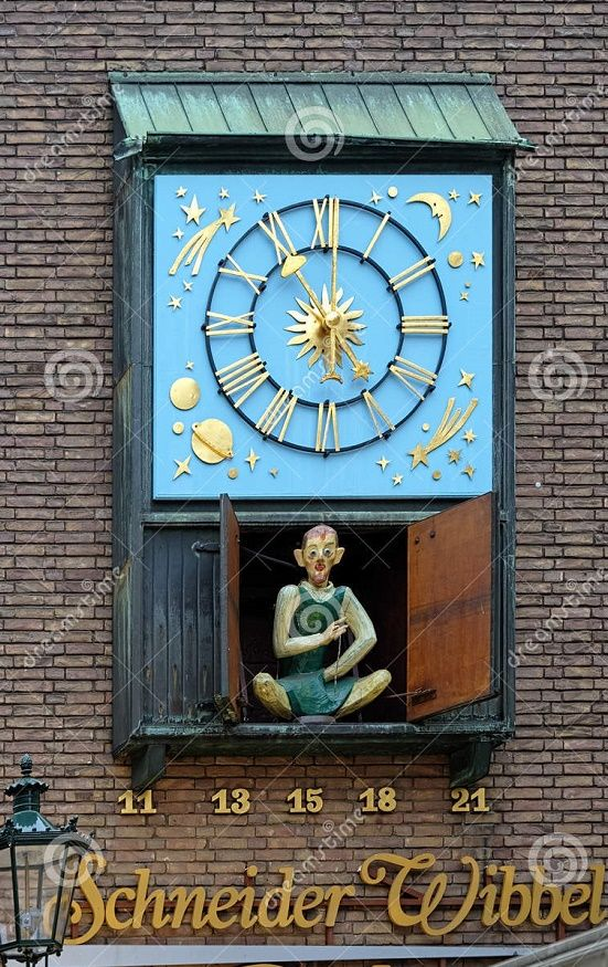 Dusseldorf, Clock with figure of Schneider Wibbel