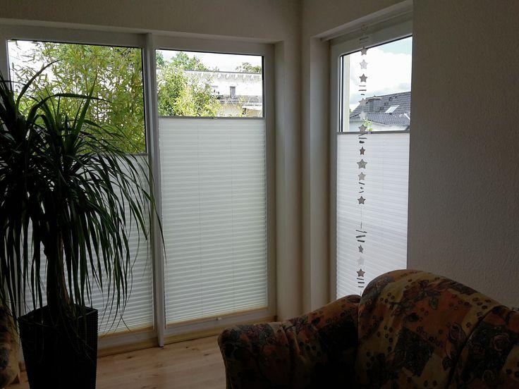 Sichtschutz auch an großen Fenstern - mit Plissees nach Maß | pleated blinds #weiss #wohnen #einrichten #plissees