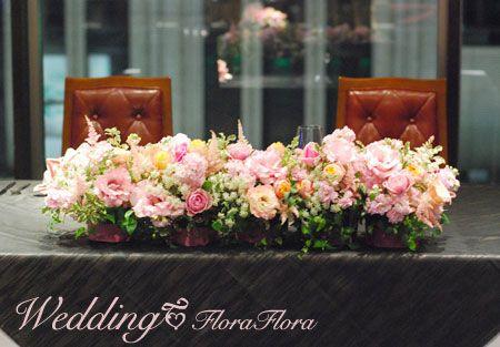 1.5次会 パステルカラーの花達とピンクのリボンの会場装花 クルーズクルーズ新宿様