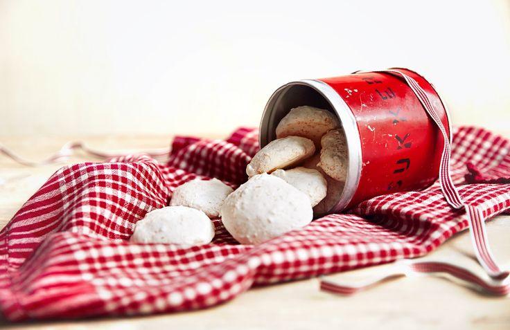 Julen er den selvskrevne anledning for hjemmebakte kokosmakroner. De er også veldig enkle å lage, om du følger denne oppskriften.