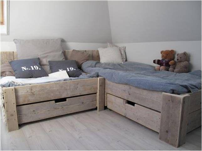 Een waanzinig mooi bed, voor in de slaapkamer van de kids!   Vol heerlijke kussens, een echt lounge hoekje!