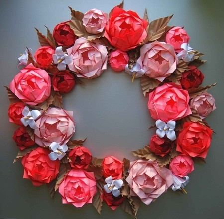 Wedding wreath made of red and pink origami roses