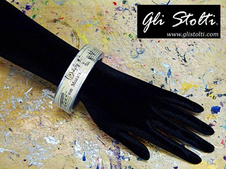 Bracciale artigianale in legno dipinto e decorato a mano con spartiti vintage originali. Vai al link per tutte le info:http://glistolti.shopmania.biz/compra/bracciale-in-legno-spartiti-musicali-versione-color-argento-basso-357 Gli Stolti Original Design. Handmade in Italy. #glistolti #moda #artigianato #madeinitaly #design #stile #roma #rome #shopping #fashion #handmade #style #bijoux #musica #music