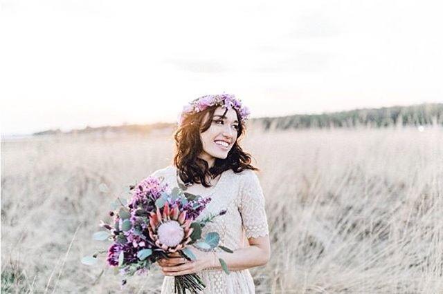 Guten Morgen ihr Lieben lässt die Sonne in eure Herzen und habt eine tolle Woche �� . . @janice_saya @karinameri_  #brautstylist #Bohemien #flowercrown #protea #liebe #brautmakeup #weddingmakeup #lovemyjob #bridetobe #makeup  #weddinghair #brautfrisur  #bridalhair #recklinghausen #instabräute #makeup #Braut2017 #bride #hochzeit #wedding #brautstyling #bridalmakeup #heiraten #updo #hairandmakeup #wellen http://gelinshop.com/ipost/1515043681156247314/?code=BUGhDNyhK8S