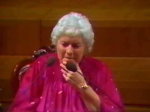 Doris Stokes - The Barbican 1986 (8/10)