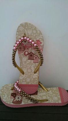 Resultado de imagem para chinelos bordados