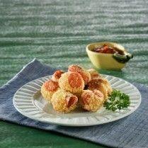 Membuat camilan dari roti tawar yuk, roti goreng sosis seperti ini contohnya.