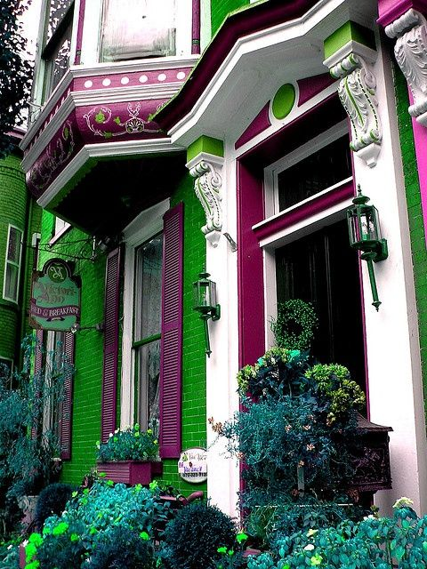 Victorian Entrance, Jim Thorpe, Pennsylvania photo - I absolutely lovelovelove this color scheme