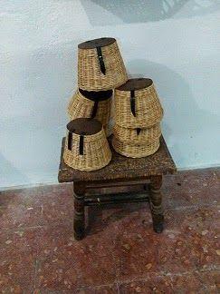 Nico, el artesano de mimbre, anea, rejilla, cuerda y caña:  Unas cestas de pesca de mimbre natural, sin fondo...