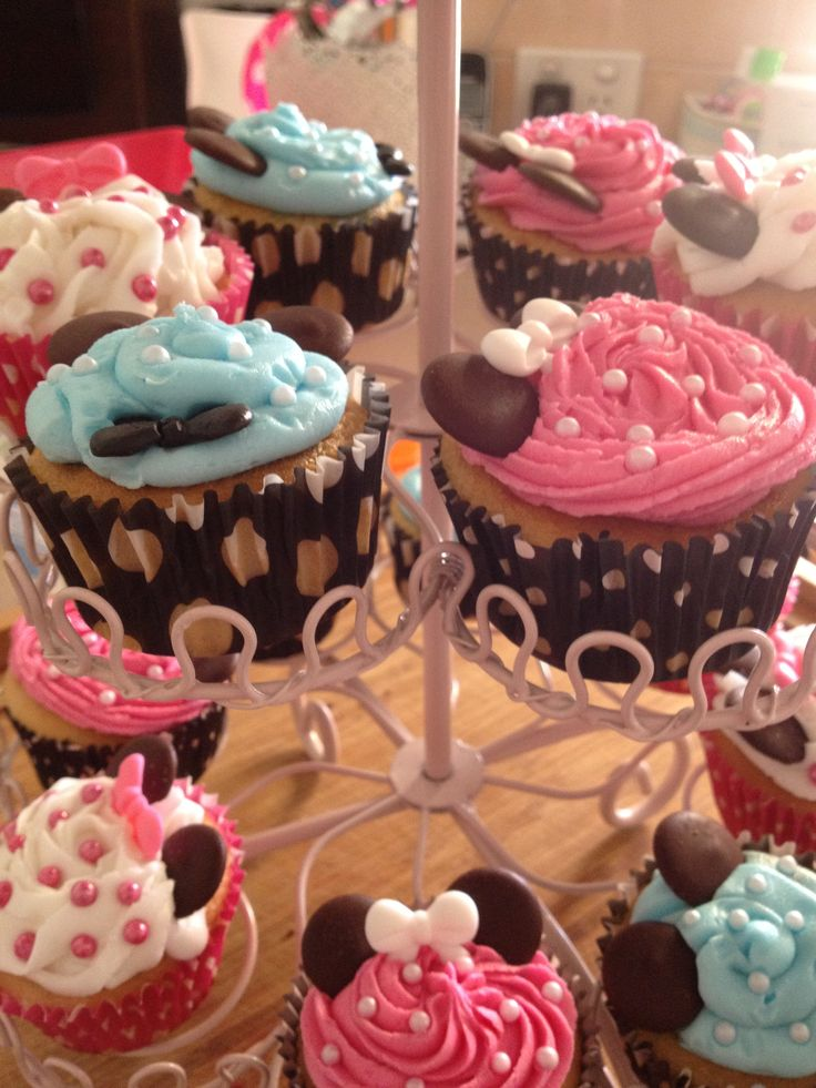 Minnie Mouse cupcakes.