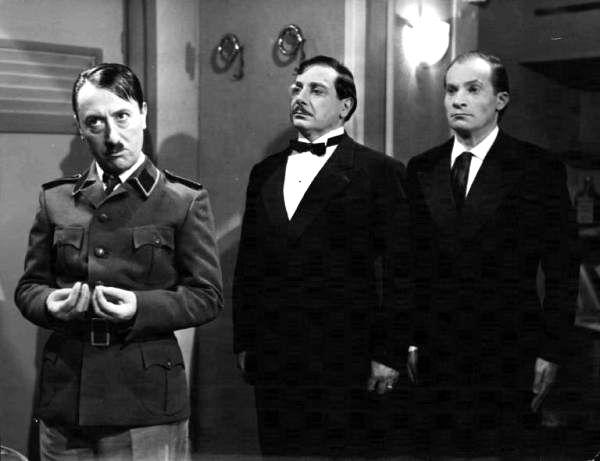 """On the left: Macario (Erminio Macario) in Carlo Borghesio's """"Come persi la guerra"""" (English title: """"How I Lost the War"""", 1948)."""