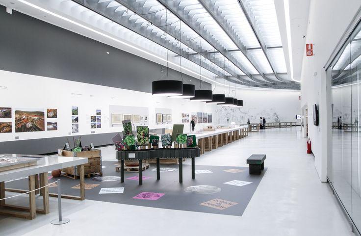 Food al museo #MAXXI di #Roma in sintonia con @Expo2015Milano, una mostra che approfondisce i temi architettonici legati a immagazzinamento, distribuzione, consumo e smaltimento del cibo.  Ph @willy_biral