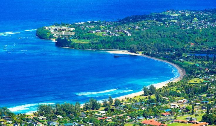 Kauai / Es una de las islas hawaianas más espectaculares. Kauai está llena de hermosas maravillas naturales como acantilados, cañones, bosques y cascadas. Es una de las mejores islas de Hawai para hacer trekking y dejarse hipnotizar por los mágicos espacios naturales de la isla
