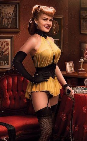 Perfect crossover of vintage style and cosplay. From Watchmen.