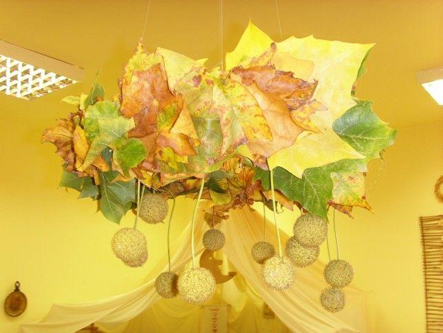 Őszi koszorú platánfa leveleiből