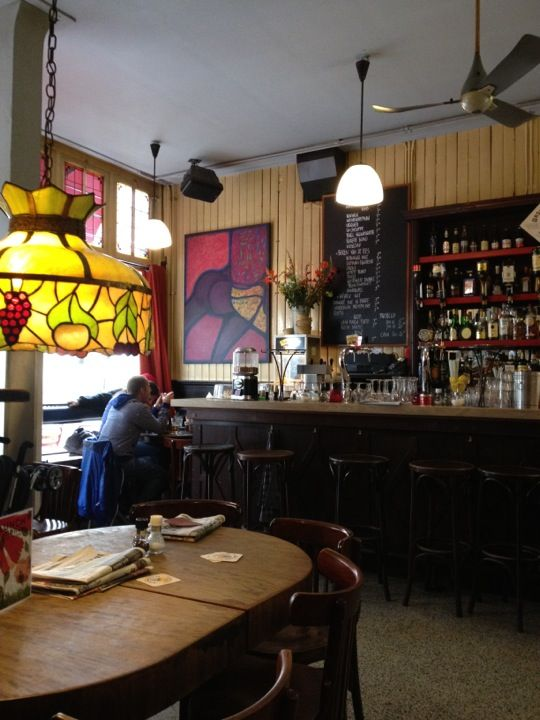 A typical #Amsterdam brown bar. The real thing! They have lots of beers on draft, always good. http://www.spottedbylocals.com/amsterdam/cafe-de-tuin/