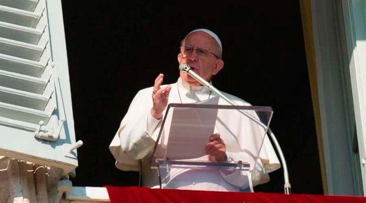 En sus palabras previas al rezo https://www.aciprensa.com/noticias/papa-francisco-la-cruz-no-es-un-adorno-para-llevar-sino-el-simbolo-de-la-fe-cristiana-45410/