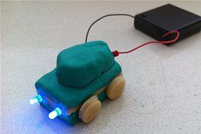 Play dough circuits 1: Create colourful electrical circuits with play dough and light-emitting diodes - even the littlies can get involved! ??