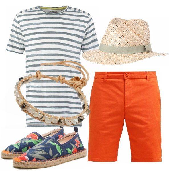 Outfit colorato e spensierato in stile vacanziero. Bermuda arancione, t-shirt a righe, bracciale in corda e pietre, espadrillas sgargianti a fiori e panama.