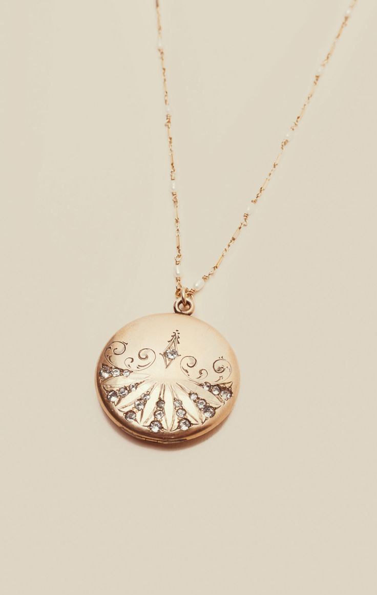 VICTORIAN VINTAGE LOCKET NECKLACE | @ShopPlanetBlue