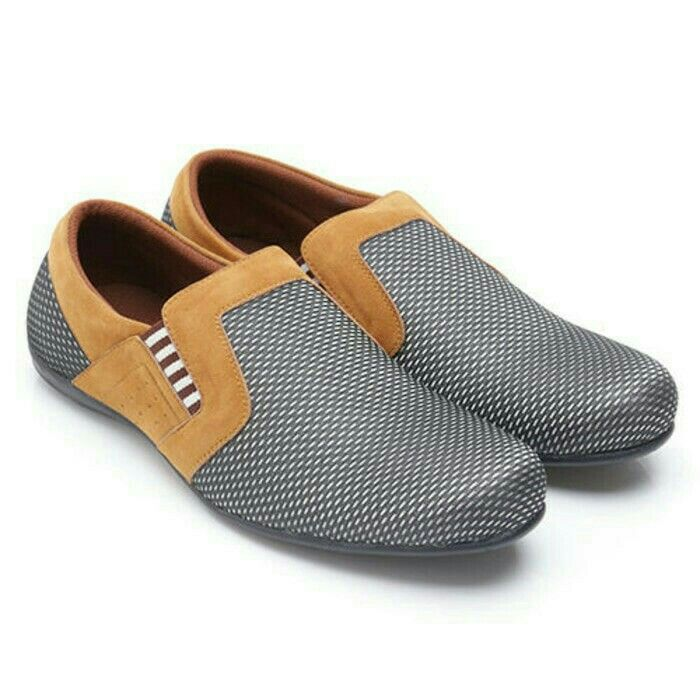 Original Sepatu Dr.Kevin Georgia-Silver/Tan | Deskripsi : Sepatu Kasual/ Santai Warna Hitam Upper Kanvas/Suede Sole TPR Retail Price : Rp 499.900 | Ketersediaan Size = 39, 40, 41, 42, 43 | IDR 385.000