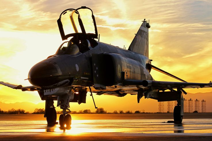 https://flic.kr/p/Pas2Wh | END OF WATCH | Final sunset on the F-4 Phantom in US Air Force service.  Holloman AFB, New Mexico.