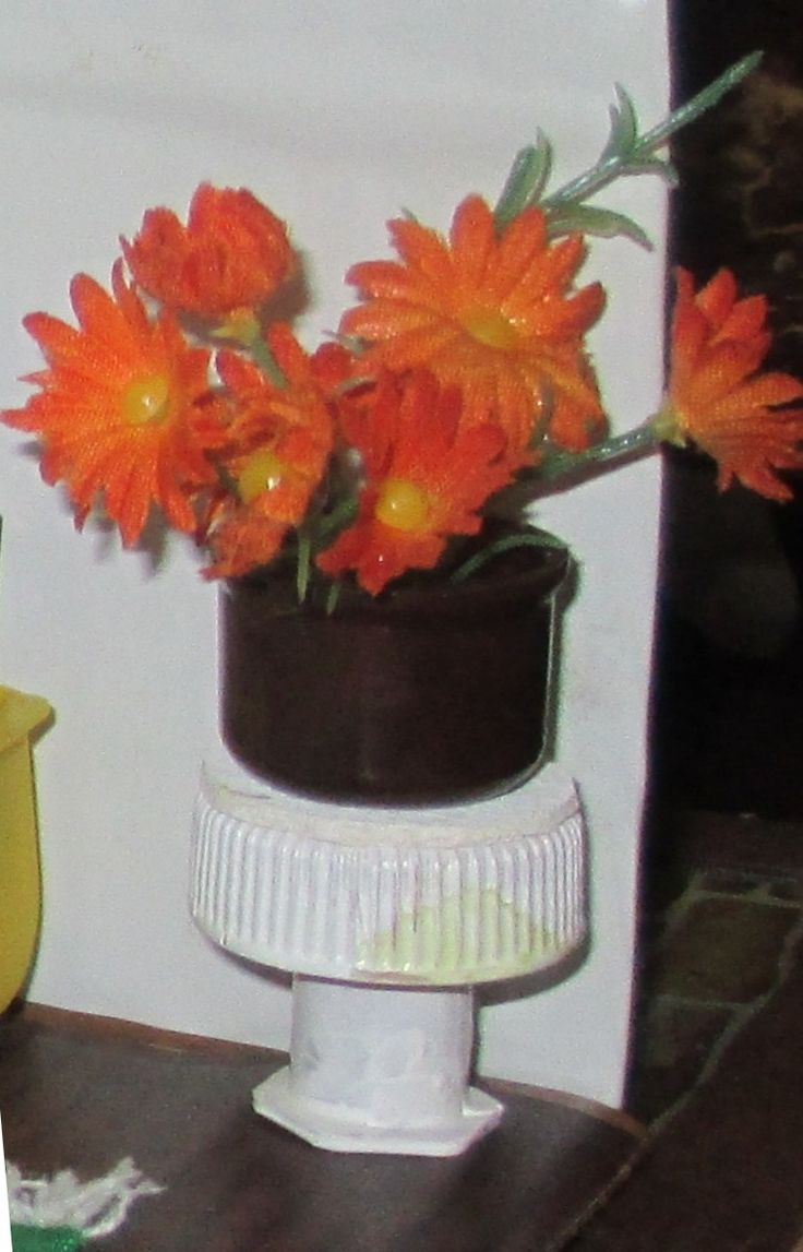 Midsomer cottage - small table for flowers