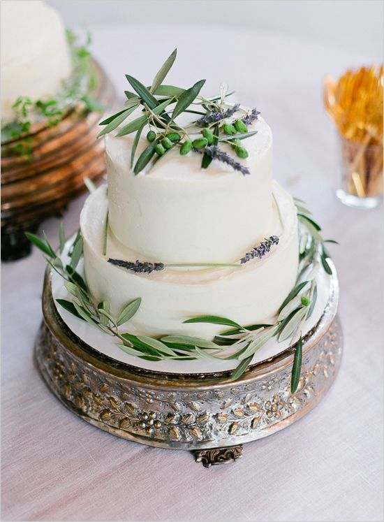 Stunning elegant 2 tier wedding cake