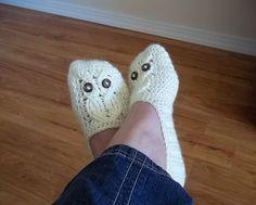Delightfully kitschy-cute! Pattern is Owl Ladies Slippers by Carlinda Lewis $5.99 #crochet #slippers