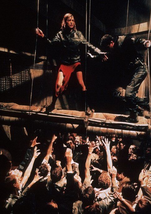 Milla Jovovich (Alice) fighting the  Resident Evil