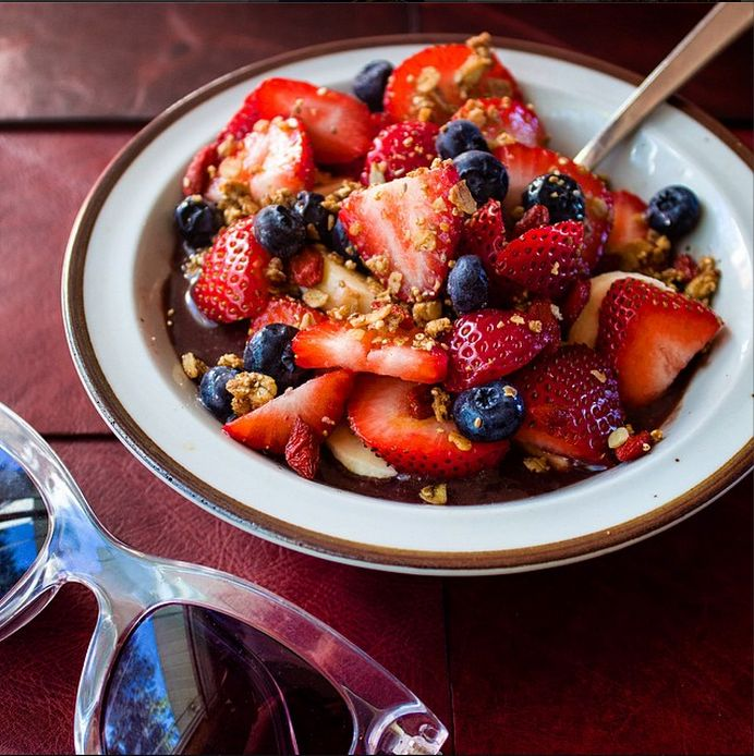 Extraordinary Fashion Blog | A Style and Beauty Blog written by Shelby Adelman: Brazilian Breakfast of Champions: Acai Bowls