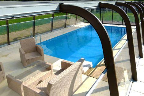 Abri haut de piscine fixe avec panneaux transparents amovibles !