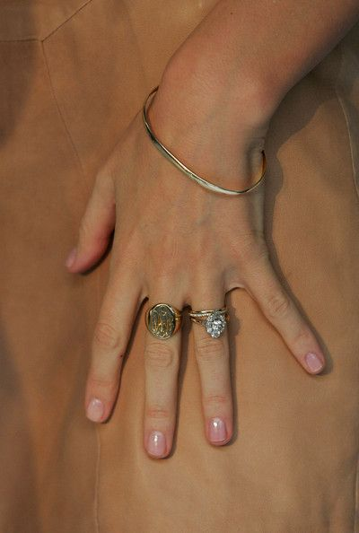 Miranda Kerr's Jewellery - check out that engagement ring!
