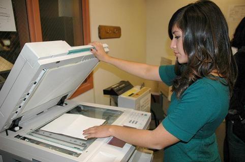 Bagaimana cara menggunakan mesin fotocopy untuk pemula